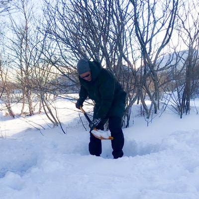 course how to make emergency shelters in snowlandscape of the arctic